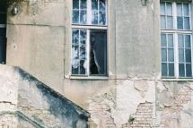 lady in the window (850x569)